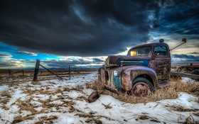Обои blue, abandoned, vehicle