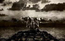 Обои небо, девушка, камни, крылья, ангел, царапины, чёрнобелый