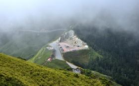 Картинка горная дорога, машины, дорога, природа, горы, облака