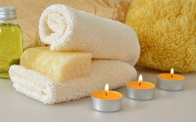 Картинка полотенце, свечи, мыло, мочалка, гель для душа, ароматическое масло