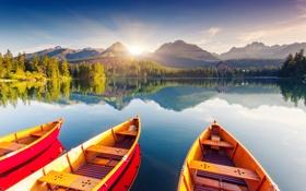 Обои деревья, горы, лодки, солнечные лучи, горное озеро