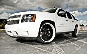 Обои атомобиль, крутой, диски воссен, белый, для настоящих мужиков, облака, шевролет