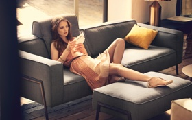 Картинка девушка, дом, мебель, интерьер