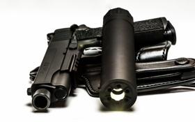 Обои пистолет, оружие, фонарь