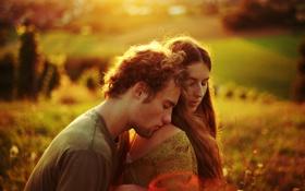Обои bokeh, shoulder, love, field, плечо, поле, couple