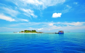 Картинка море, волны, небо, облака, люди, лодка, остров