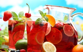 Обои вишня, лимон, апельсин, клубника, лайм, стаканы, напиток