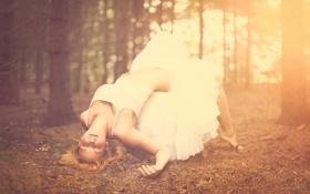 Картинка лес, девушка, деревья, сон, блондинка