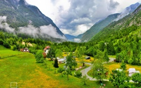 Картинка лес, трава, облака, пейзаж, горы, тучи, природа