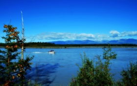 Картинка облака, река, небо, катер, озеро, аляска, деревья