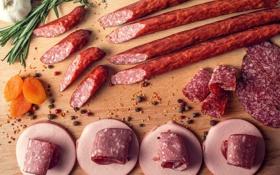 Картинка мясо, колбаса, специи, курага
