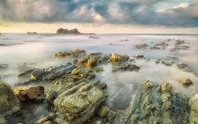 Обои небо, тучи, море, скалы, камни