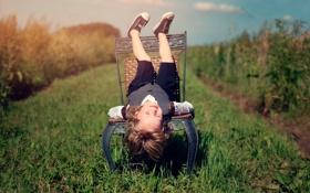 Обои лето, радость, смех, стул, девочка, ребёнок