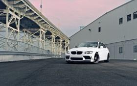 Обои белый, мост, тюнинг, автомобиль, площадка, спортивный, BMW M3
