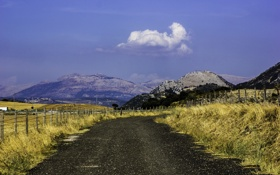 Картинка дорога, небо, трава, облака, горы, забор