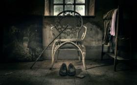 Обои SOLITUDE, ботинки, стул, трость, картина