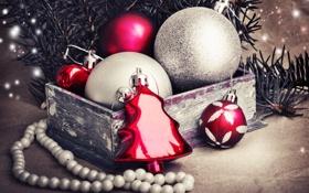 Обои зима, шарики, ветки, коробка, игрушки, ель, Новый Год