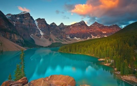 Картинка alberta, лес, sunrise on moraine lake - banff, canada, горы, озеро