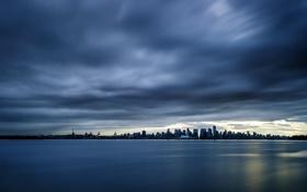 Обои шторм, город, океан, вечер, небоскреы