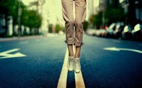 Обои дорога, city, город, разметка, прыжок, ноги, обувь