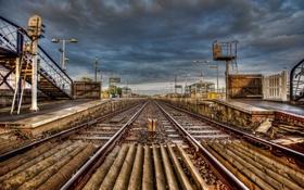 Картинка город, рельсы, железная дорога