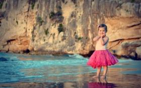 Обои юбка, вода, розовая, песок, пляж, берег, улыбка