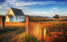 Обои небо, домик, забор