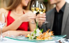 Обои шампанское, морепродукты, бокалы, девушка, зелень, вилки, тарелка