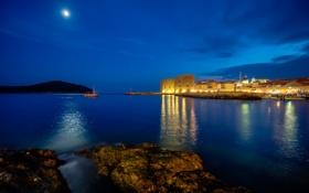 Картинка море, ночь, город, огни, луна, лодка, маяк