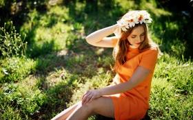 Картинка лето, трава, поза, отдых, платье, венок, оранжевое