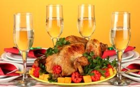Обои зелень, стол, праздник, вино, еда, курица, бокалы