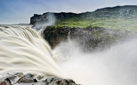 Картинка небо, вода, брызги, скалы, водопад, поток, Исландия