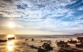 Картинка камни, горизонт, небо, солнце, облака, море, полдень