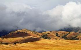 Картинка поле, облака, горы, холмы, тень, солнечный свет