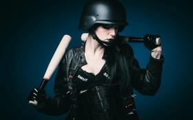 Обои девушка, лицо, фон, каска, кожаная куртка, бейсбольные биты