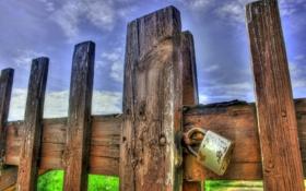 Картинка lock, sky, grass, fence, wood