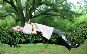 Картинка зелень, цветок, девушка, дерево, модель, сапоги, сад