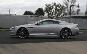 Обои Aston Martin, столбы, DBS, серебристый, ограждение, фонарь, Астон