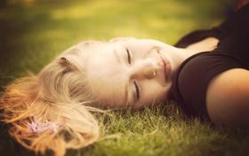 Картинка трава, радость, луг, backgro, волосы, улыбка, природа