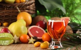 Картинка стакан, стол, корзина, сок, фрукты, корица, груши