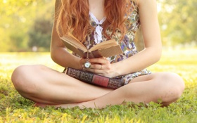 Картинка часы, ноги, девушка, книги