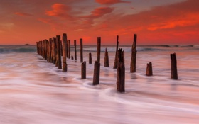 Картинка море, закат, опоры