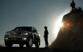 Обои девушка, контур, холм, джип, внедорожник, парень, Toyota