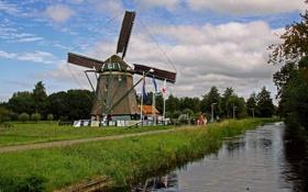 Картинка небо, облака, деревья, люди, мельница, канал, nederland