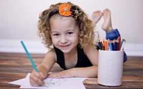 Обои улыбка, карандаши, девочка