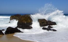 Обои море, пена, брызги, камни, глыбы