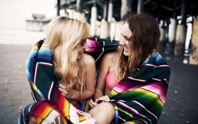 Обои девушки, смех, брюнетка, блондинка, подруги, смеются