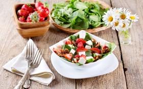 Обои ромашки, клубника, вилка, салфетка, салат, грецкий орех, брынза
