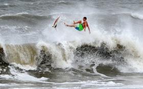 Обои волны, шторм, спортсмен