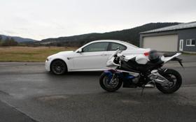 Обои гонка, мотоцыкл, BMW S1000RR vs BMW M3